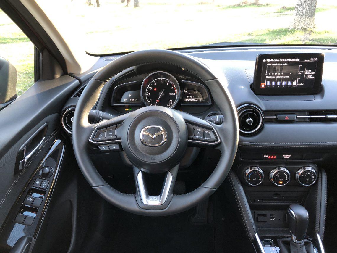 Puesto de conduccio%CC%81n Mazda2 1140x855 - Mazda2 Zenith 1.5 Skyactiv-G 90 CV