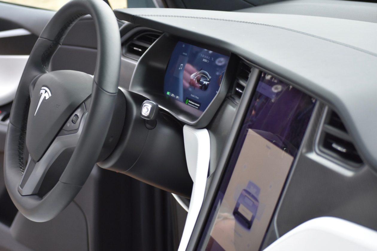 Puesto de conduccio%CC%81n Tesla Model X 100D 1260x840 - Tesla model X 100D: No es cualquier SUV